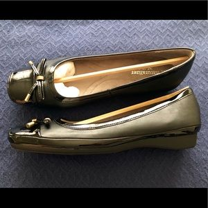 Naturalizer brand new 7W flats with bow-tie toe